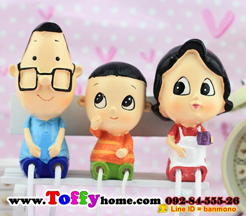ตุ๊กตาเรซิ่นห้อยขาครอบครัวหรรษา
