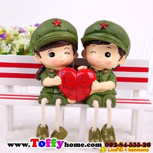 ตุ๊กตาเรซิ่นห้อยขาทหารสื่อรักของแต่งบ้านน่ารักๆ ขนาด 3.5*12 cm.